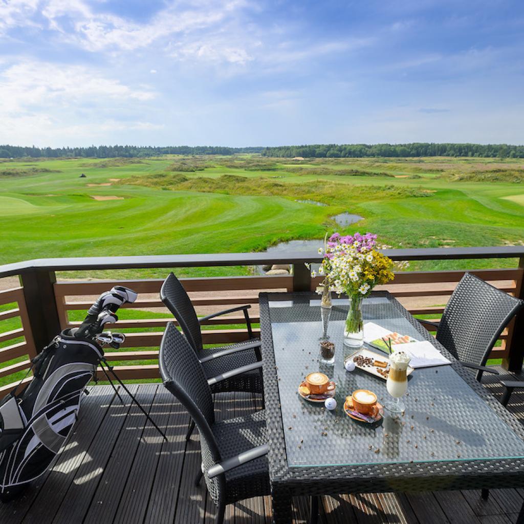 Gorki Golfin Klubitalon terassin kauniit maisemat I Lähialuematkat