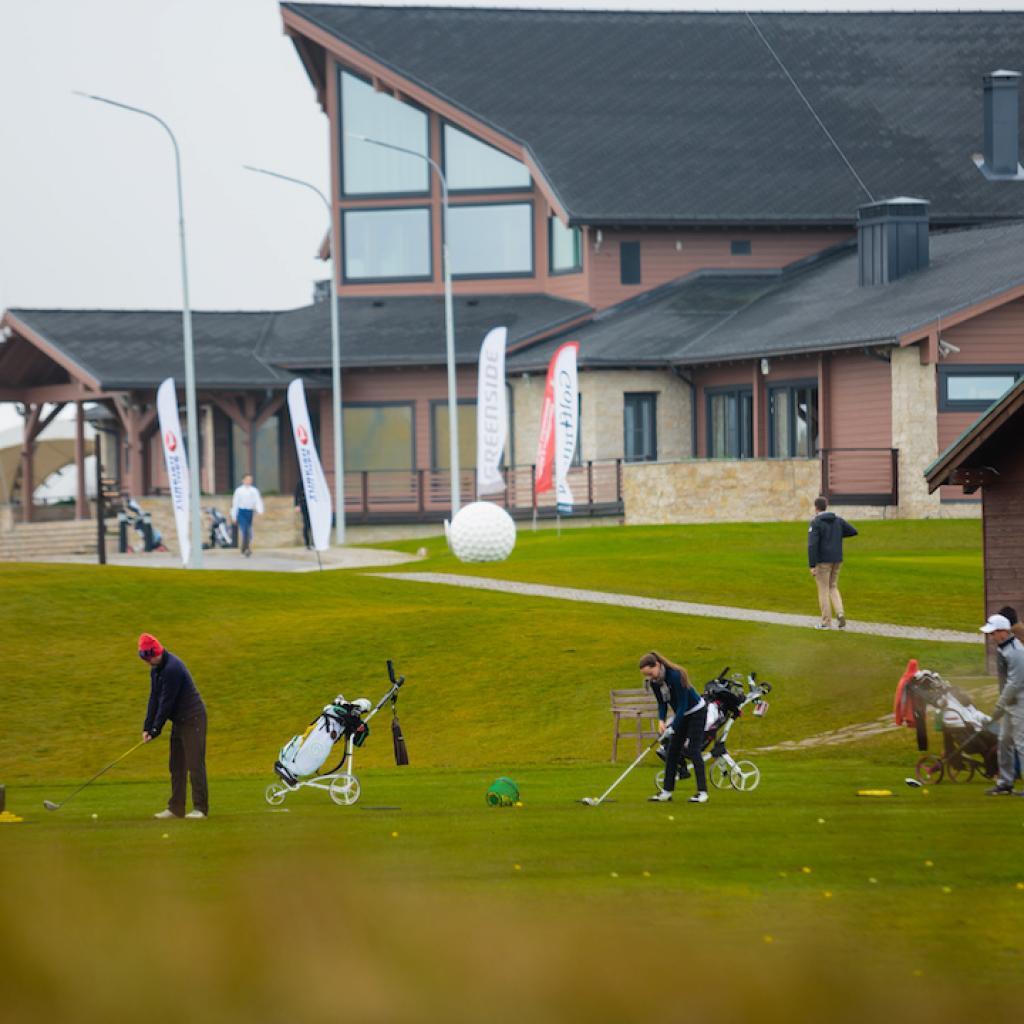 Gorki Golf Klubitalo I Lähialuematkat