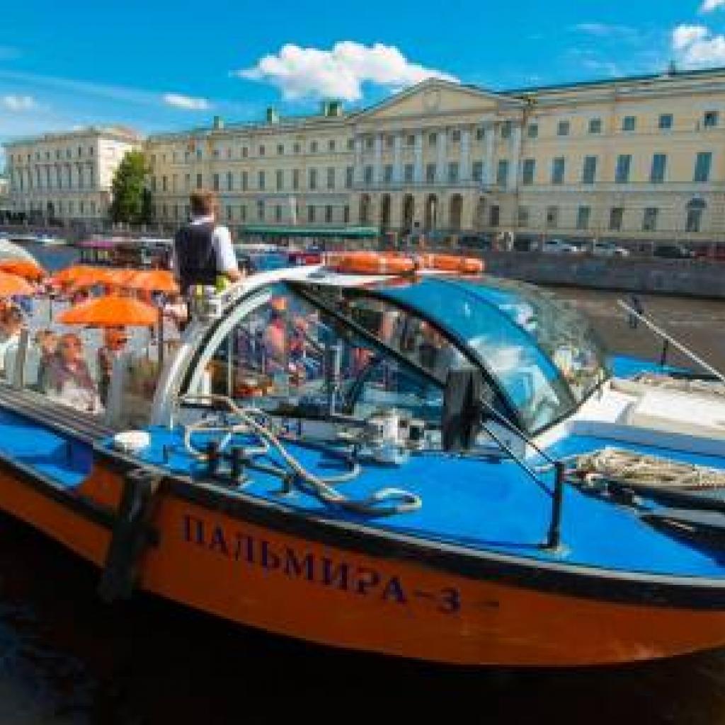 Hop-On-Hop-Off-kanavaristeily Pietarissa_Lähialuematkat
