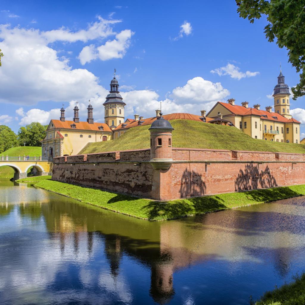 Nesvizhin linna Valko-Venäjä I Lähialuematkat
