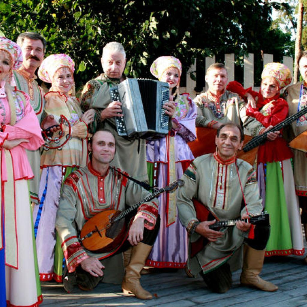 Kansanmusiikkiryhmä Kanervat Viipurissa I Lähialuematkat