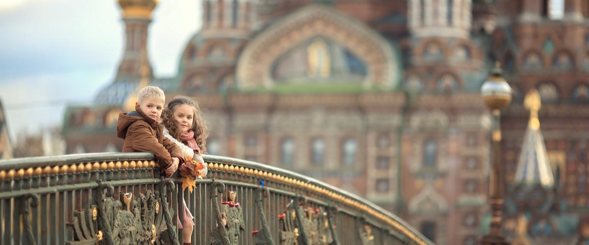 Pietari Verikirkko lasten kanssa Pietarissa_Lähialuematkat