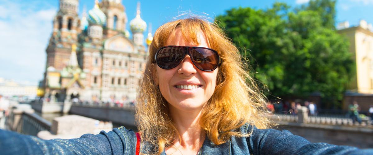 Selfie Verikirkko taustalla Pietarissa I Lähialuematkat