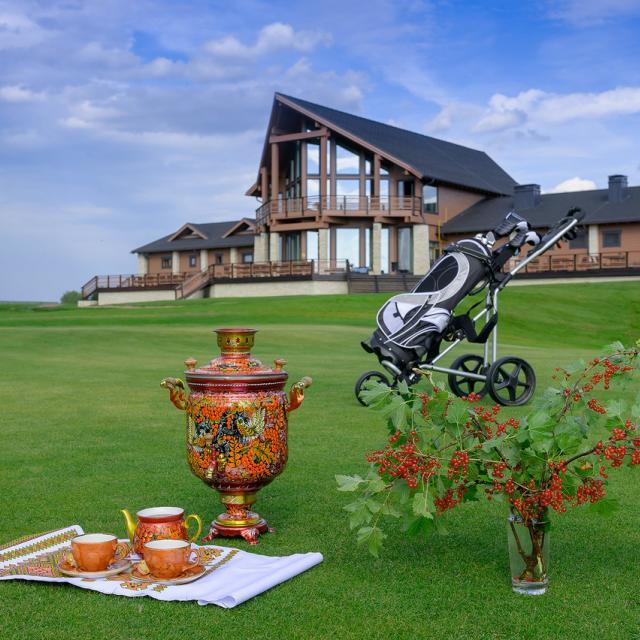 Gorki Golfin upea päärakennus I Lähialuematkat