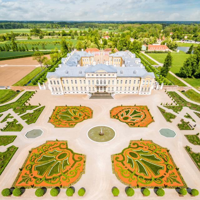 Rundalen palatsi Latviassa_Lähialuematkat