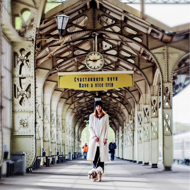 Pietari nainen ja koira Vitebskin rautatieasemalla_Lähialuematkat